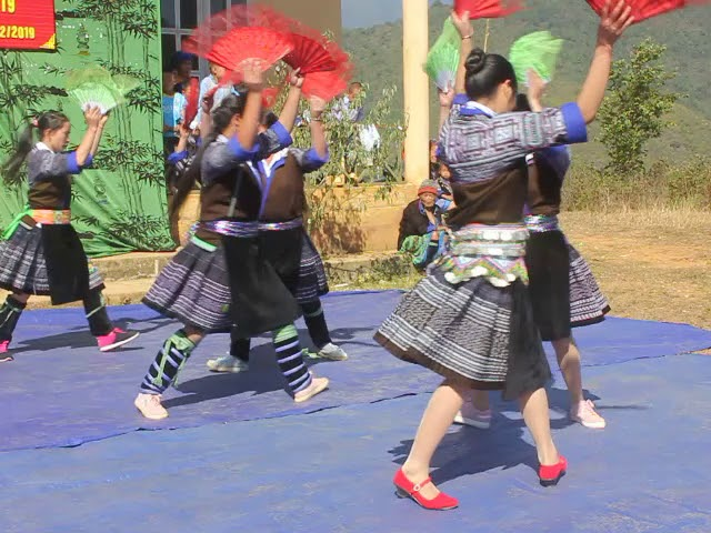 Hmong South tall dancer zoo heev(hmoob ngọc chiến new 2020)